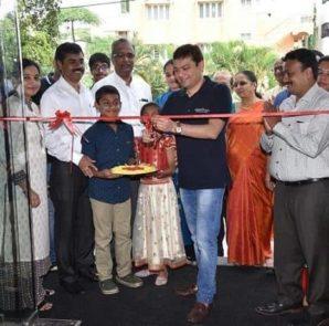 Ashish Shah, COO and Founder, Pepperfry inaugurates the first Franchise Studio at HSR Layout with P K Ramesh, Nagendra Kaushik and A R Ramaprasad, Partners, Prakruthi Enterprises