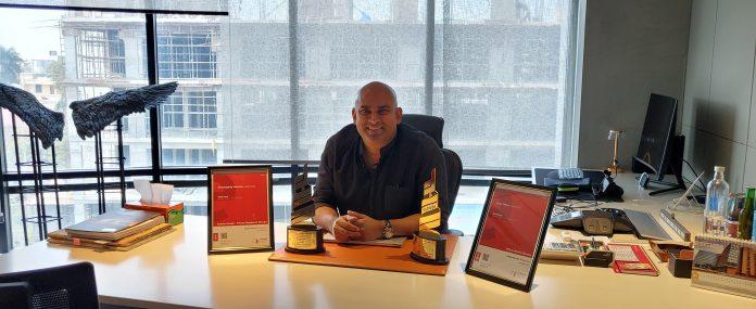 Rohit Suraj , Urban Zen with 2020 Estrade Awards Trophy
